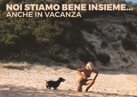 """#noistiamobeneinsiemeancheinvacanza"""": Maria De Filippi contro l'abbandono dei cani"""
